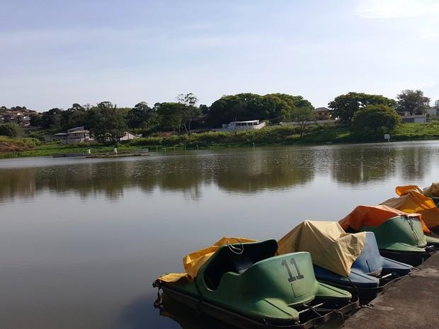 Pedalinhos estão expostos às condições climáticas na Fonte Sônia, em Valinhos (Foto: Fernando Pacífico / G1)