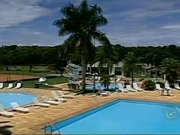 Hotel construído há 27 anos recebe na alta temporada cerca de 150 pessoas, por fim de semana (Foto: Reprodução/TV TEM)