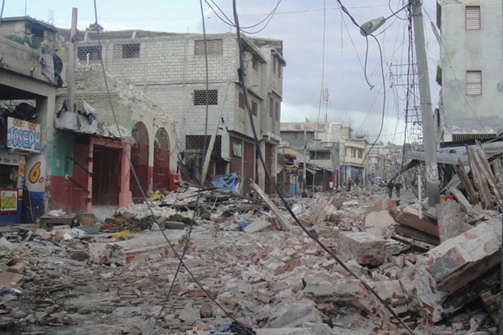 Boulevard Jean-Jacques Dessaline, no centro de Porto Príncipe, capital do Haiti, foi destruída no terremoto de 2010 (Foto: Tahiane Stochero/G1)