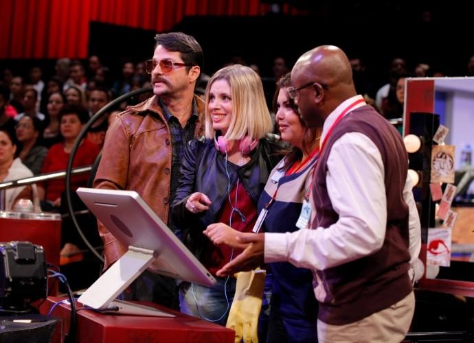 Marcelo Serrado, Dani Valente, Fabiana Karla e Nando Cunha em gravação do piloto do Tomara que Caia (Foto: Artur Meninea/Gshow)