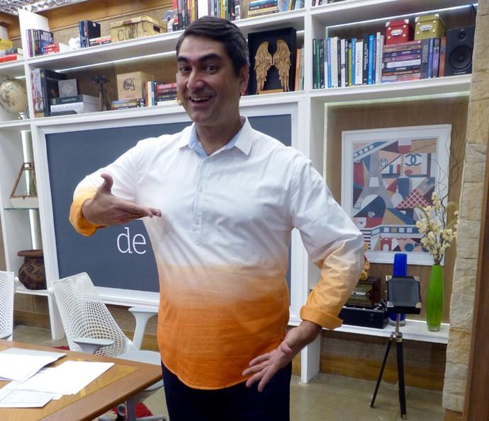 Zeca Camargo adorou a ideia da blogueira e já garantiu sua camisa (Foto: Leonardo Viso/Gshow)