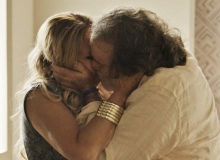 Zé Maria e Adisabeba se beijam com tudo