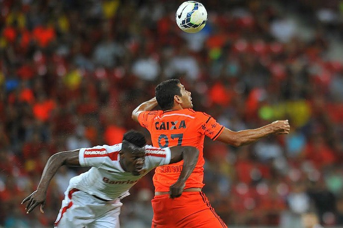Sport x Internacional Diego Souza (Foto: Aldo Carneiro/Pernambuco Press)
