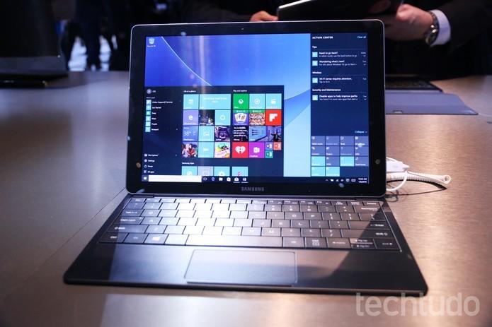 Tablet híbrido da Samsung vem com Windows 10 e bateria de 20 horas (Foto: Marlon Câmara/TechTudo) (Foto: Tablet híbrido da Samsung vem com Windows 10 e bateria de 20 horas (Foto: Marlon Câmara/TechTudo))