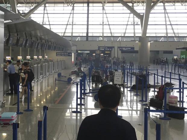 Aeroporto Xangai : G explosão de fogos artifício em aeroporto xangai