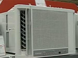 Ar-condicionado de parede é recomendado para cômodos pequenos (Foto: Reprodução/Globo News)