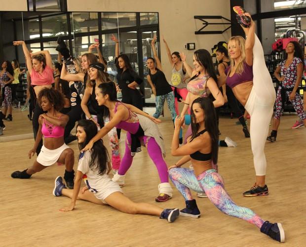 Bailarinas do Faustão durante ensaio em São Paulo (Foto: Guilherme Toscano / Gshow)