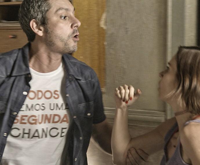 Será que Sueli vai entregar o paradeiro da amiga? (Foto: TV Globo)