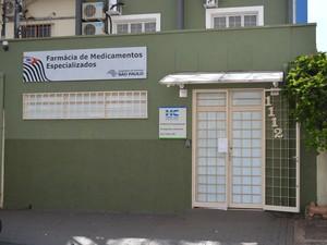 Farmácia de Alto Custo do HC de Ribeirão Preto, SP, não tem leite especial (Foto: Nícholas Araújo/G1)