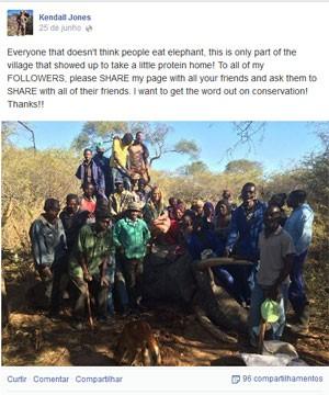 Foto mostra Kendall Jones com elefante morto e a população local (Foto: Reprodução/Facebook/Kendall Jones)
