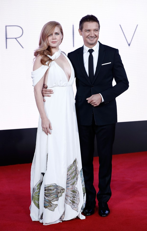 Amy Adams e Jeremy Renner em première de filme em Londres, na Inglaterra (Foto: John Phillips/ Getty Images)