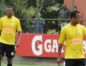 Welton Felipe e Mancini são os destaque do Villa Nova no estadual (Foto: Rafael Araújo)