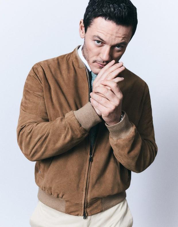 Luke Evans para a revista 'The Jackal' (Foto: Reprodução)