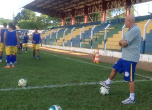 O técnico Carlos Magno mantém a tranquilidade para o jogo da final (Foto: Vilma Nascimento/GloboEsporte.com)