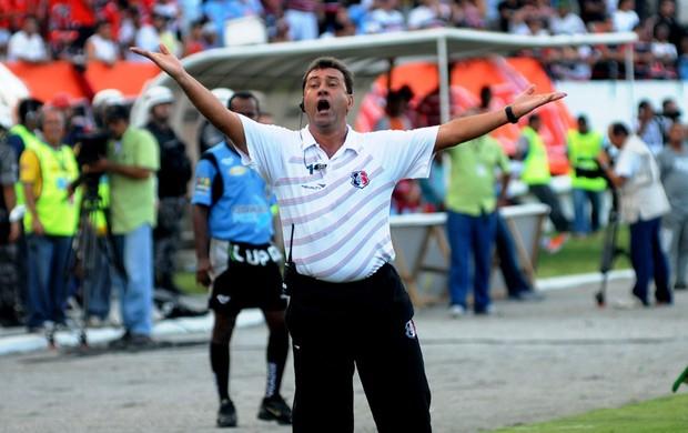 Zé Teodoro venceu mais um clássico em Pernambuco (Foto: Aldo Carneiro)