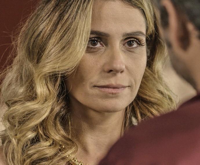 Atena faz proposta ousada (Foto: TV Globo)
