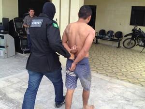 Jefferson Luis Soares após ser preso foi encaminhado para Secretaria de Segurança Pública da Paraíba (Foto: Walter Paparazzo/G1)