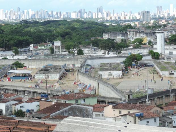 Famílias de presos do Complexo Prisional do Curado afirmam ver pouca diferença dois meses após tumultos (Foto: Katherine Coutinho / G1)