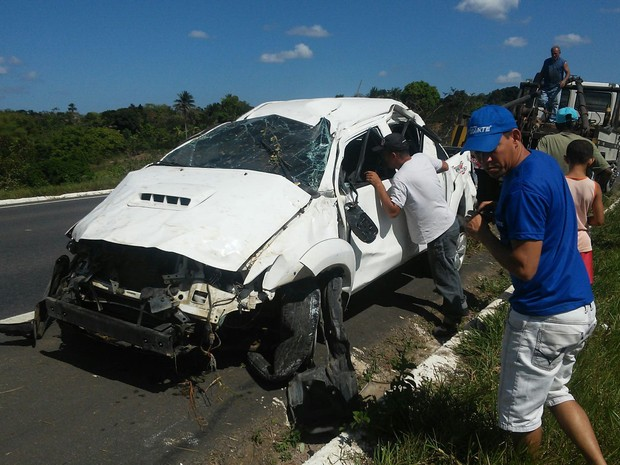 Caminhonete ficou destruída após o acidente (Foto: Marcus Augusto Macedo/Site Voz da Bahia)