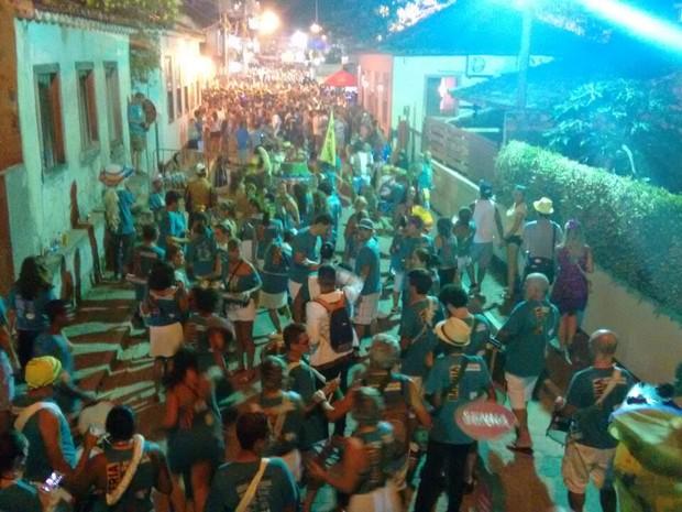 Foliões percorreram as ruas de Santo Antônio de Lisboa (Foto: Gabriela Machado/RBS TV)
