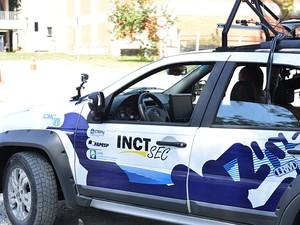 Carina, veículo autônomo, em movimento durante uma exibição (Foto: Divulgação)