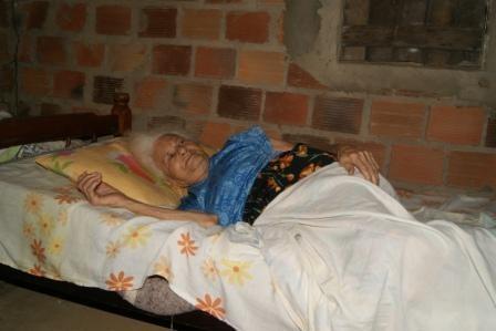 Dona Maurícia dos Santos, 111 anos, moradora mais velha (Foto: Cathy Rodrigues/Defensoria Pública)