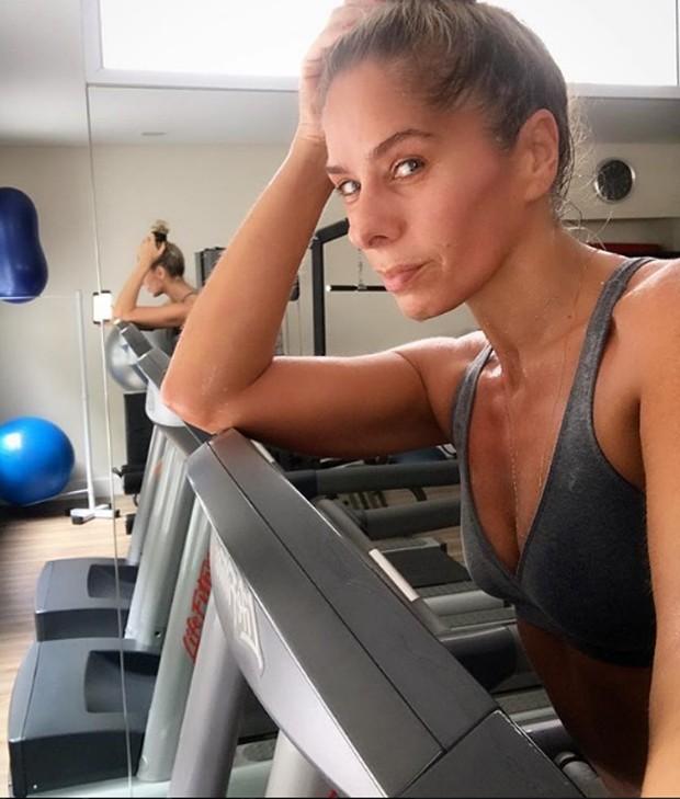 Adriane Galisteu correu na esteira (Foto: Reprodução/Instagram)