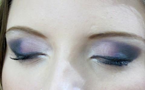 Maquiagem de festa: aprenda a fazer um olho esfumado de preto e roxo
