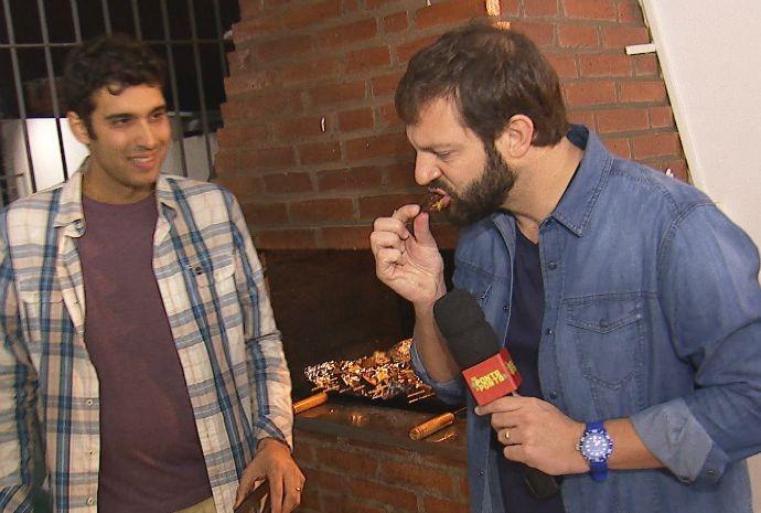 """Mateus não conseguiu decifrar do que é feito o famoso """"Cupim do Trova"""" (Foto: Reprodução / TV TEM)"""