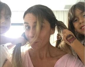 Giovanna Antonelli e as filhas geêmeas, Antônia e Sofia (Foto: Reprodução do Instagram)