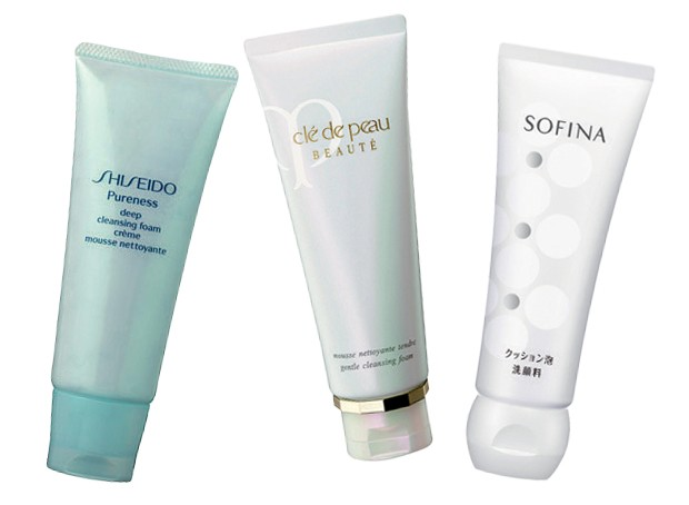 Pureness Deep Cleansing Foam, R$ 143, Shiseido; Gentle Cleansing Foam, US$ 63, Clé de Peau; Cushion Foam Cleanser, US$ 20, Sofina (Foto: Reprodução)