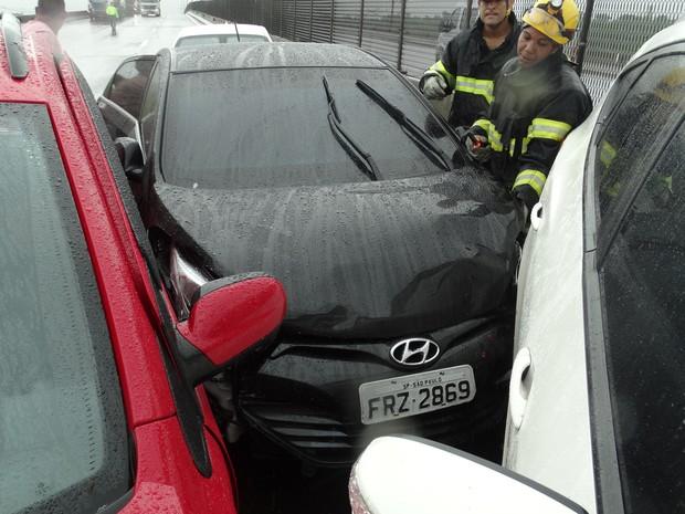 Acidente com 20 veículos na Cônego Domenico Rangoni deixou feridos (Foto: Roberto Strauss/G1)