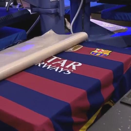 Camisa do Barcelona com emblema da Fifa de campeão do mundo