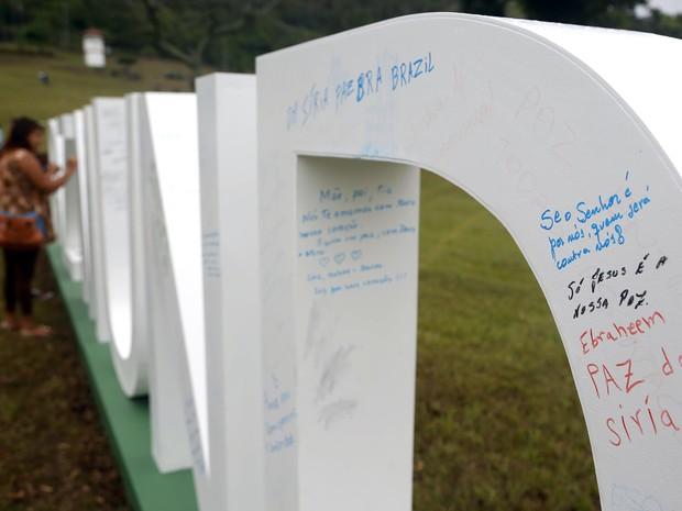 Letreiro pedindo a paz teve mensagens escritas (Foto: Fabio Rossi / Divulgação)
