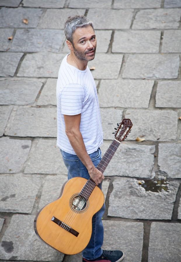 Angelo Paes Leme vai lançar seu primeiro álbum como cantor em setembro (Foto: Alexandre Moreira)