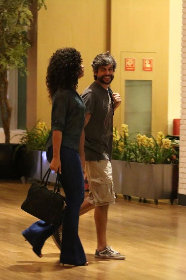 Juliana Alves com o namorado (Foto: Fabio Moreno / AgNews)