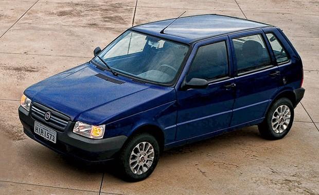 Em 2004, o Mille passou por retoques visuais e abandonou o nome Uno (Foto: Fiat)