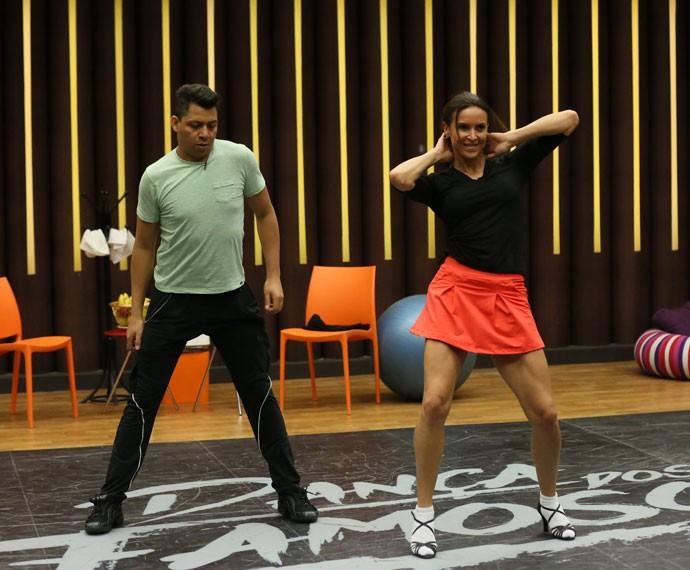 Maurren Maggi se diverte em ensaio e mostra perna sarada (Foto: Isabella Pinheiro/ Gshow)