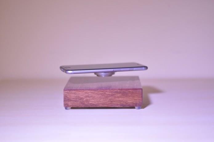 Base usa ímãs para levitar aparelho (Foto: Divulgação/Kickstarter)