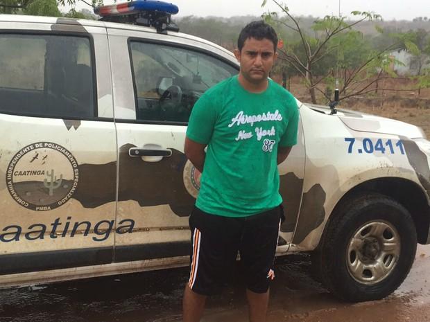 Suspeito foi preso na cidade de Queimadas, na Bahia (Foto: Divulgação/Polícia Militar)