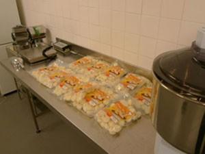 Dinamarqueses pagam caro por 1 kg de pão de queijo, o equivalente a R$ 50 (Foto: Divulgação)