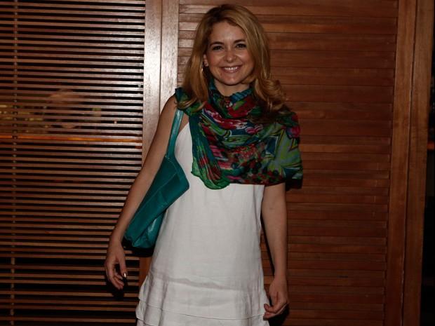 Cláudia Abreu chegou ansiosa para assistir ao último capítulo (Foto: Inácio Moraes/Gshow)
