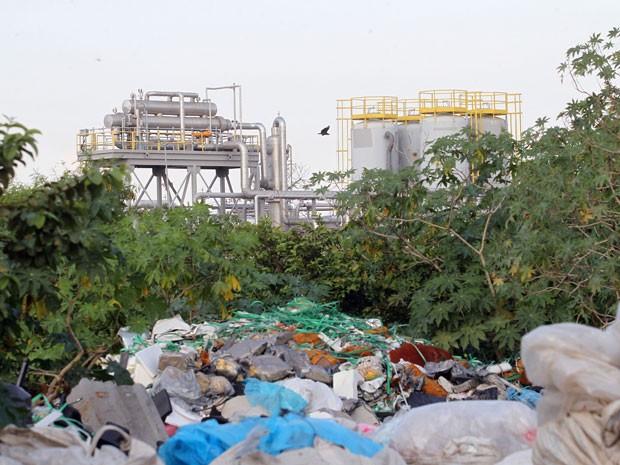 Usina fica a menos de 500 metros de casas da comunidade. (Foto: Marcos de Paula / G1)