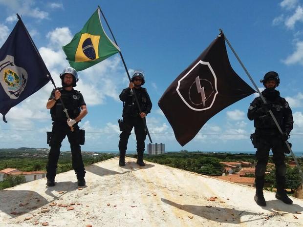 Agentes penitenciários após intervenção nos pavilhões 1, 2 e 3 nesta segunda-feira. (Foto: Divulgação / Força Tarefa Penitenciária)