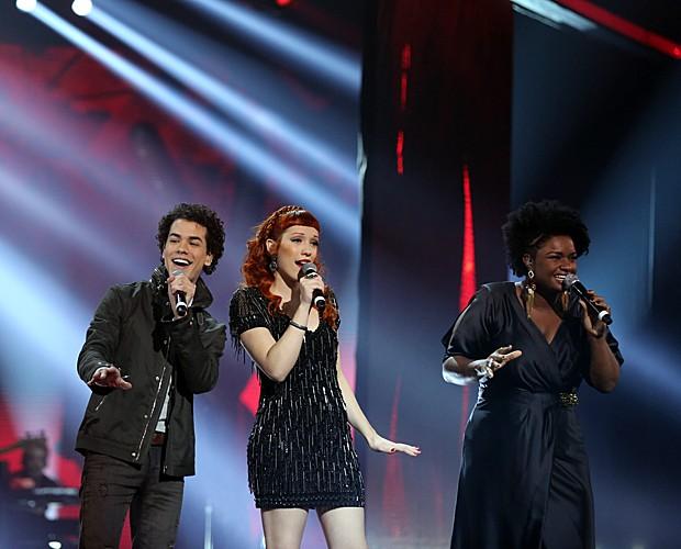 Sam Alves, Luana Fernandes e Ellen Oléria sobem ao palco da grande final do The Voice (Foto: Isabella Pinheiro/Gshow)