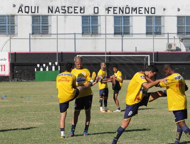 Macaé treinou no campo do São Cristóvão (Foto: Tiago Ferreira/Divulgação)
