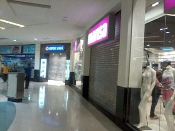 a6a7b0459 Internauta registra lojas fechadas no Shopping Recife (Foto  Íris  Garbuglio  Arcevo Pessoal)