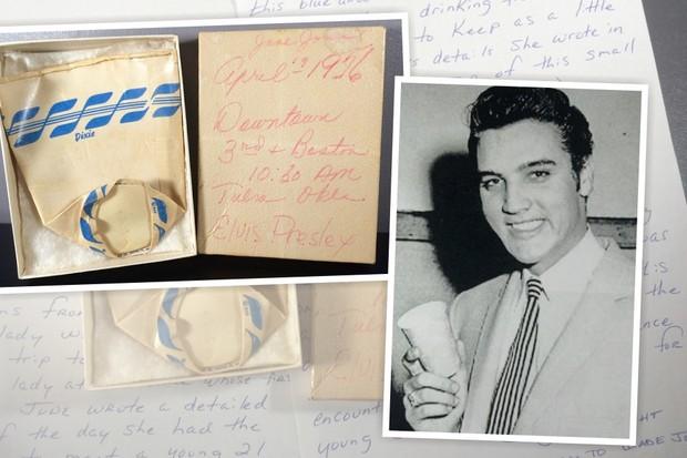 Elvis Presley segura o copo vendido no leião (Foto: divulgação)
