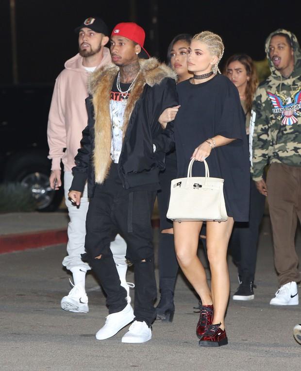 X17 - Tyga e Kylie Jenner em show em Los Angeles, nos Estados Unidos (Foto: X17online/ Agência)
