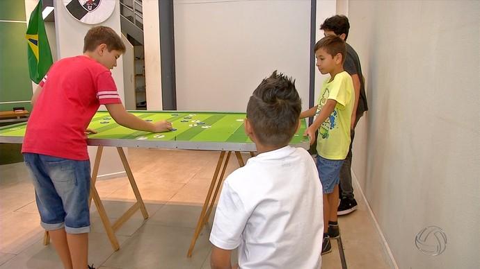 Futebol de mesa (Foto: Reprodução/TV Morena)